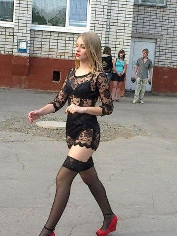 От Dolce & Gabbana черное прозрачное, девушка на выпускном в школ…